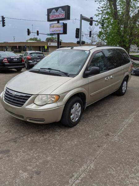 2005 Chrysler Town and Country for sale at Corridor Motors in Cedar Rapids IA