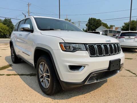 2017 Jeep Grand Cherokee for sale at Auto Gallery LLC in Burlington WI