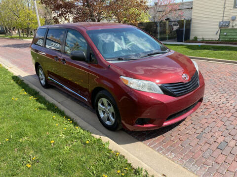 2012 Toyota Sienna for sale at RIVER AUTO SALES CORP in Maywood IL