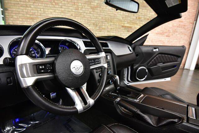 2014 Ford Mustang V6 Premium 2dr Convertible - Bensenville IL
