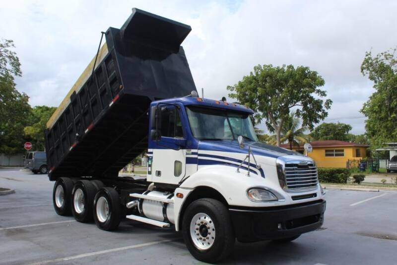 2005 Freightliner Columbia 120 for sale in Miami, FL