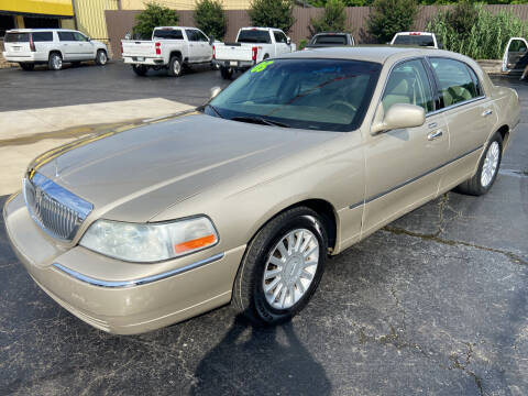 2005 Lincoln Town Car for sale at IMPALA MOTORS in Memphis TN