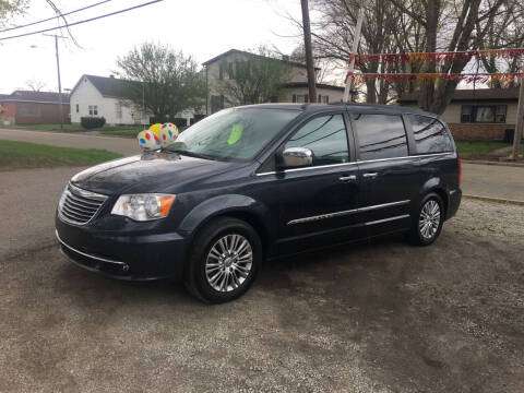 2013 Chrysler Town and Country for sale at Antique Motors in Plymouth IN