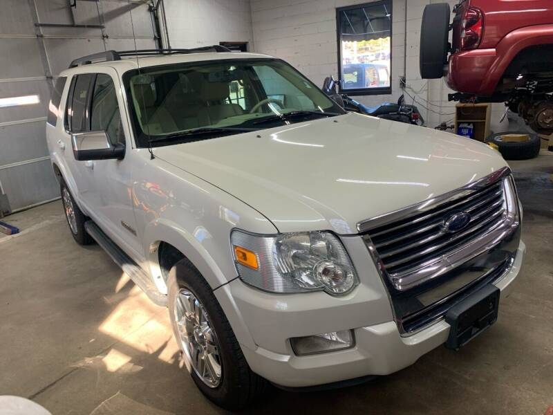 2006 Ford Explorer for sale at QUINN'S AUTOMOTIVE in Leominster MA