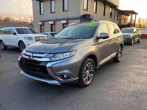 2018 Mitsubishi Outlander for sale at Sisson Pre-Owned in Uniontown PA