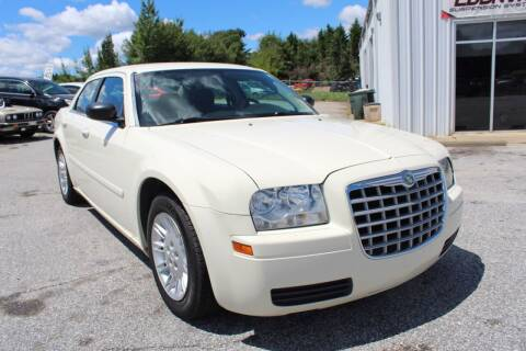 2006 Chrysler 300 for sale at UpCountry Motors in Taylors SC