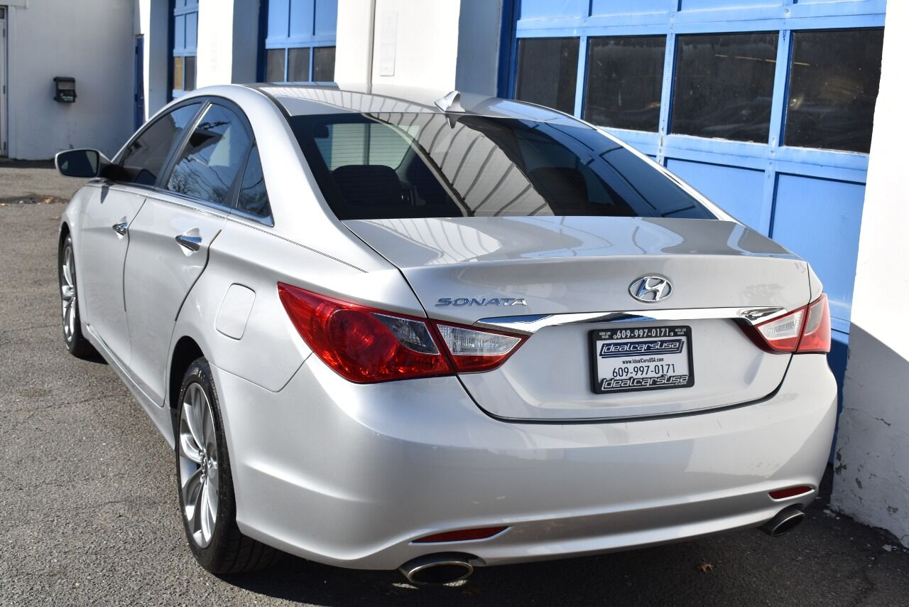 2011 Hyundai Sonata SE 4dr Sedan 6A full