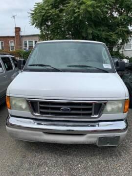 2004 Ford E-Series Wagon for sale at GARET MOTORS in Maspeth NY