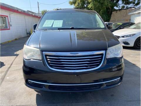2013 Chrysler Town and Country for sale at Dealers Choice Inc in Farmersville CA