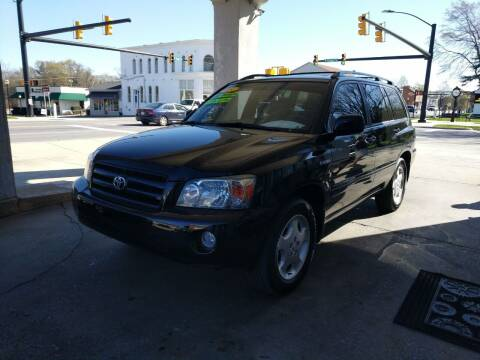2005 Toyota Highlander for sale at ROBINSON AUTO BROKERS in Dallas NC