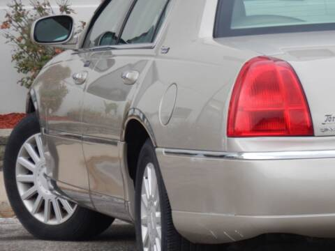 2005 Lincoln Town Car for sale at Moto Zone Inc in Melrose Park IL