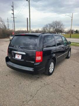 "2010 Chrysler Town and Country for sale at MIDWESTERN AUTO SALES        ""The Used Car Center"" in Middletown OH"