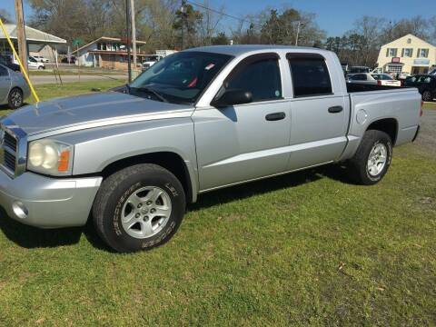 2006 Dodge Dakota for sale at LAURINBURG AUTO SALES in Laurinburg NC