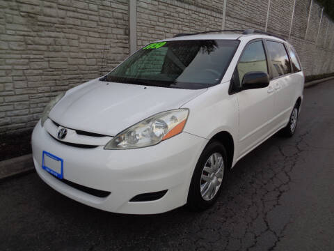 2006 Toyota Sienna for sale at Matthews Motors LLC in Algona WA