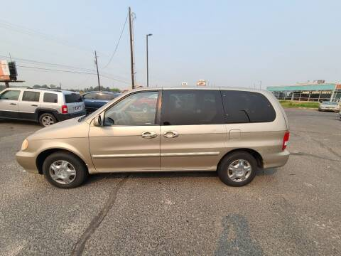 2004 Kia Sedona for sale at HUM MOTORS in Caldwell ID