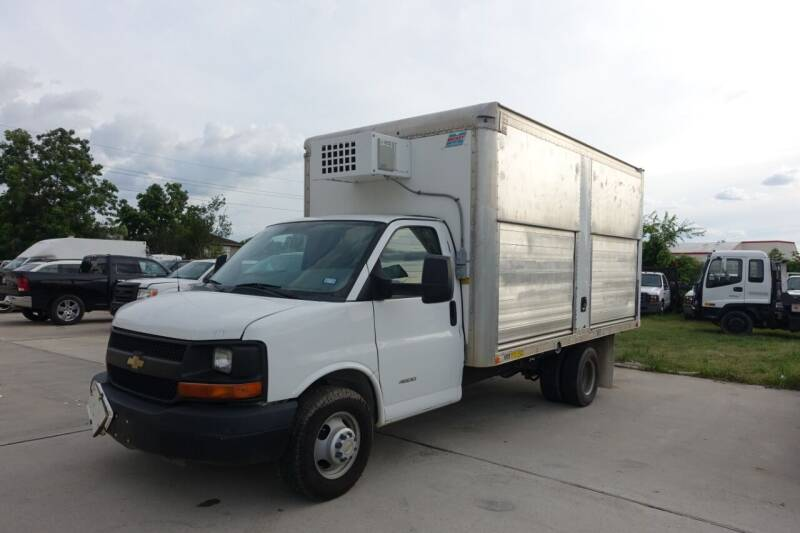 2014 Chevrolet Express Cutaway for sale at Universal Credit in Houston TX
