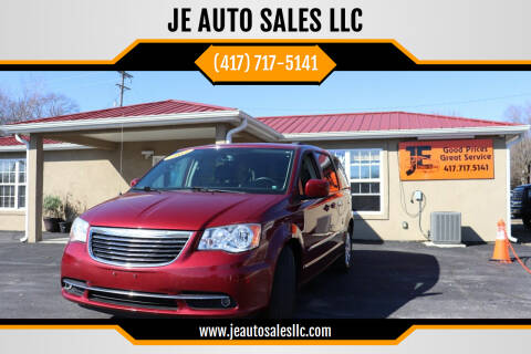2015 Chrysler Town and Country for sale at JE AUTO SALES LLC in Webb City MO