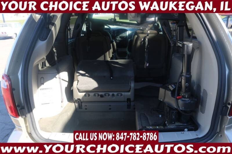 2006 Dodge Grand Caravan for sale at Your Choice Autos - Waukegan in Waukegan IL
