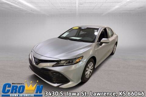 2018 Toyota Camry Hybrid for sale at Crown Automotive of Lawrence Kansas in Lawrence KS