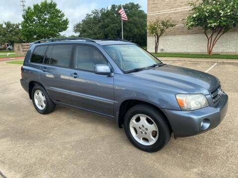 2004 Toyota Highlander for sale at Pitt Stop Detail & Auto Sales in College Station TX