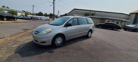 2006 Toyota Sienna for sale at CHILI MOTORS in Mayfield KY