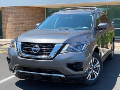 2019 Nissan Pathfinder for sale at AKOI Motors in Tempe AZ