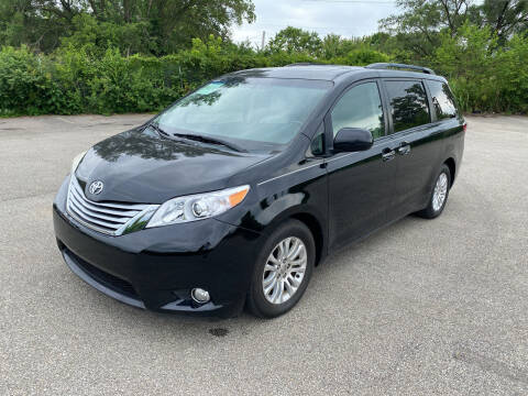 2016 Toyota Sienna for sale at Mr. Auto in Hamilton OH