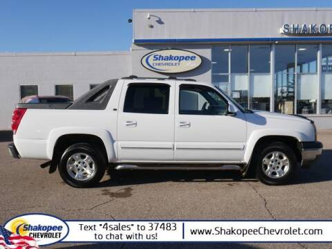 2005 Chevrolet Avalanche for sale at SHAKOPEE CHEVROLET in Shakopee MN