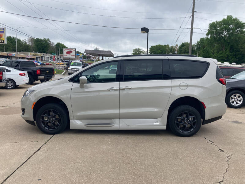 2019 Chrysler Pacifica for sale at GRC OF KC in Gladstone MO