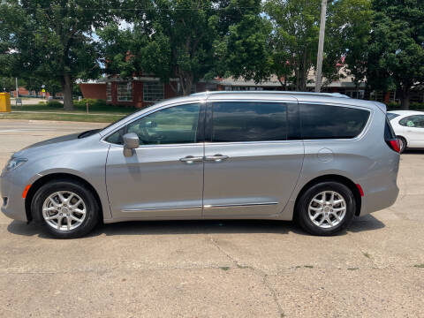 2020 Chrysler Pacifica for sale at Mulder Auto Tire and Lube in Orange City IA