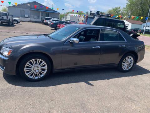 2014 Chrysler 300 for sale at Los Arreglados Auto Sales in Worthington MN