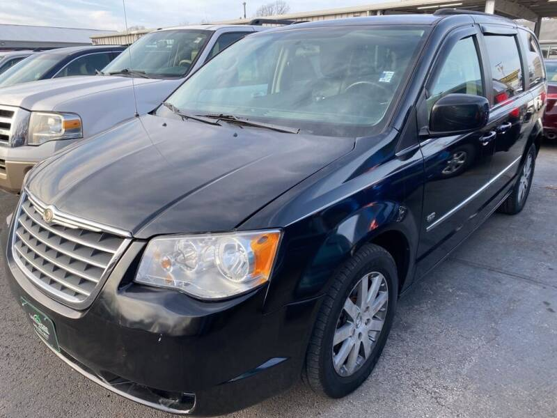 2009 Chrysler Town and Country for sale at Lakeshore Auto Wholesalers in Amherst OH
