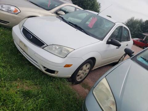 2006 Ford Focus for sale at Geareys Auto Sales of Sioux Falls, LLC in Sioux Falls SD