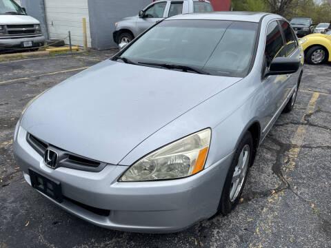 2005 Honda Accord for sale at Best Deal Motors in Saint Charles MO