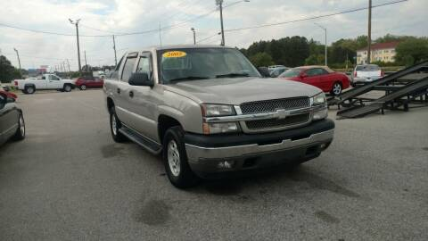 2005 Chevrolet Avalanche for sale at Kelly & Kelly Supermarket of Cars in Fayetteville NC