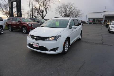 2018 Chrysler Pacifica for sale at Ideal Wheels in Sioux City IA