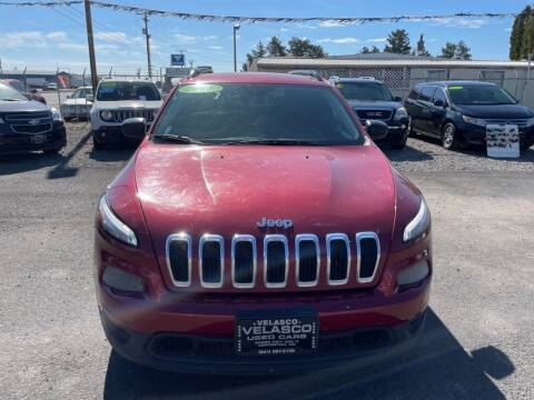 2015 Jeep Cherokee for sale at Velascos Used Car Sales in Hermiston OR
