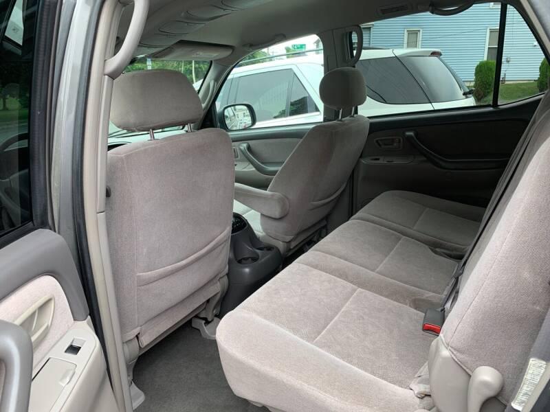 2004 Toyota Sequoia SR5 4WD 4dr SUV - Harrisburg PA