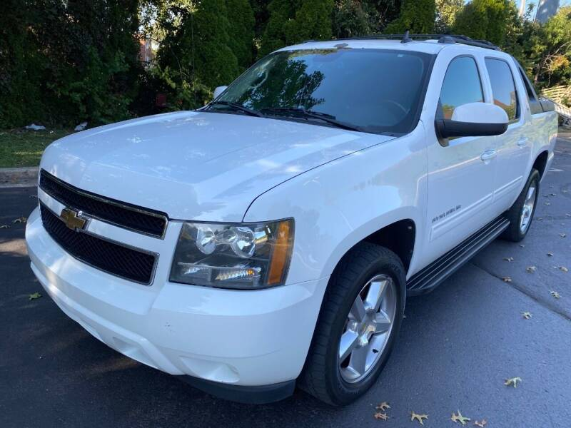 2011 Chevrolet Avalanche for sale at Professionals Auto Sales in Philadelphia PA