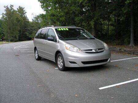 2007 Toyota Sienna for sale at RICH AUTOMOTIVE Inc in High Point NC