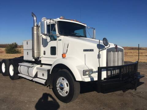 2005 Kenworth T800 for sale at Money Trucks Inc in Hill City KS