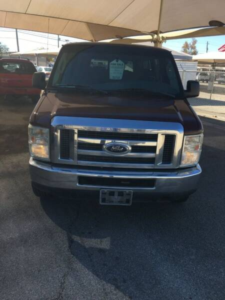 2008 Ford E-Series Wagon for sale at A ASSOCIATED VEHICLE SALES in Weatherford TX