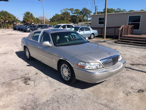 2006 Lincoln Town Car for sale at Friendly Finance Auto Sales in Port Richey FL