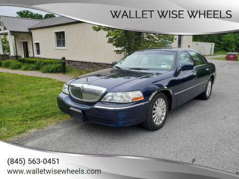 2004 Lincoln Town Car for sale at Wallet Wise Wheels in Montgomery NY