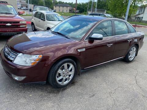 2009 Ford Taurus for sale at Double Take Auto Sales LLC in Dayton OH