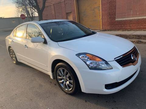 2009 Nissan Altima for sale at Square Business Automotive in Milwaukee WI