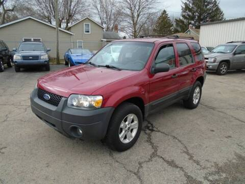 2005 Ford Escape for sale at RJ Motors in Plano IL
