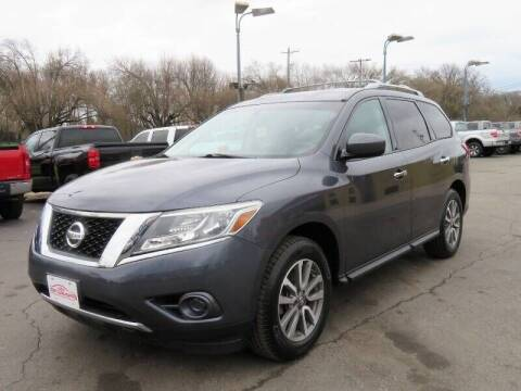 2013 Nissan Pathfinder for sale at Low Cost Cars in Circleville OH