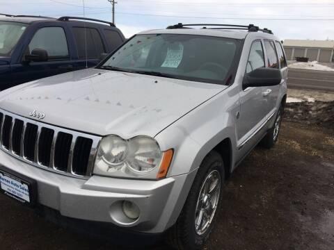 2005 Jeep Grand Cherokee for sale at BARNES AUTO SALES in Mandan ND