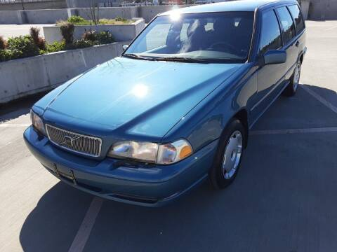 1998 Volvo V70 for sale at METROPOLITAN MOTORS in Kirkland WA